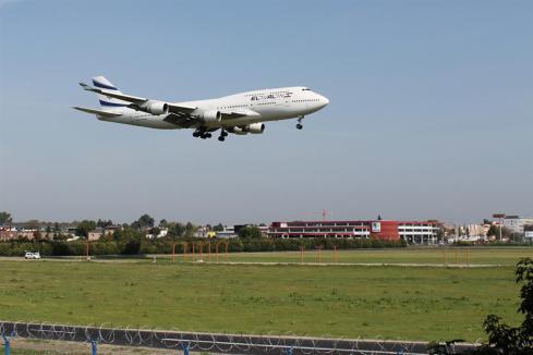 Boeing 747-412, El Al, 4X-ELH, podejście na pas 11.